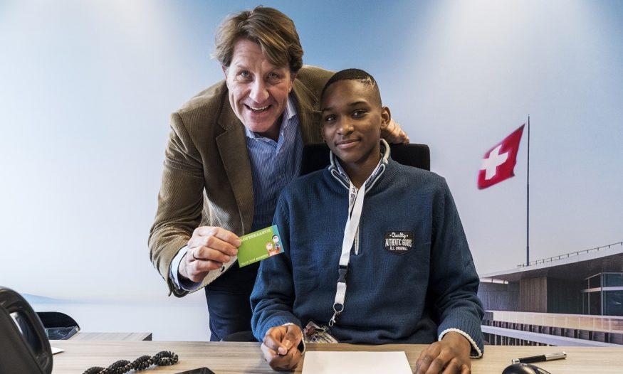 AMSTERDAM-JINC Baas van Morgen.Nestle.Leerling Shaynmaro met directeur Marc Boersch.
